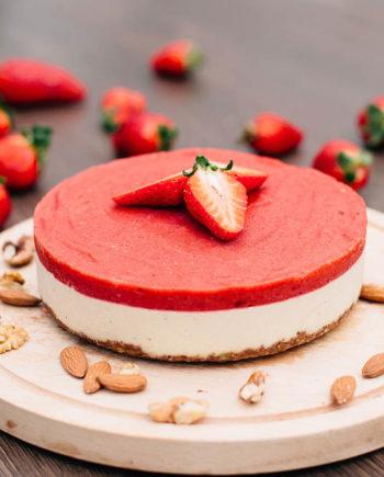 Raw Strawberry Cake - prajitura capsuni - Greenlicious Oradea